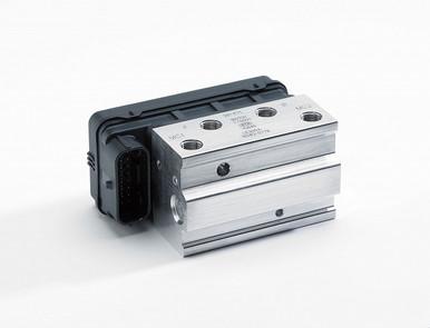 *軽量なABSユニットを装備することにより急制動時の車輪のロックを抑制します。