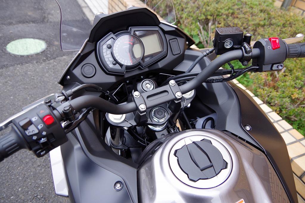 ・250ccクラスでは初搭載のギヤポジションインジケーター