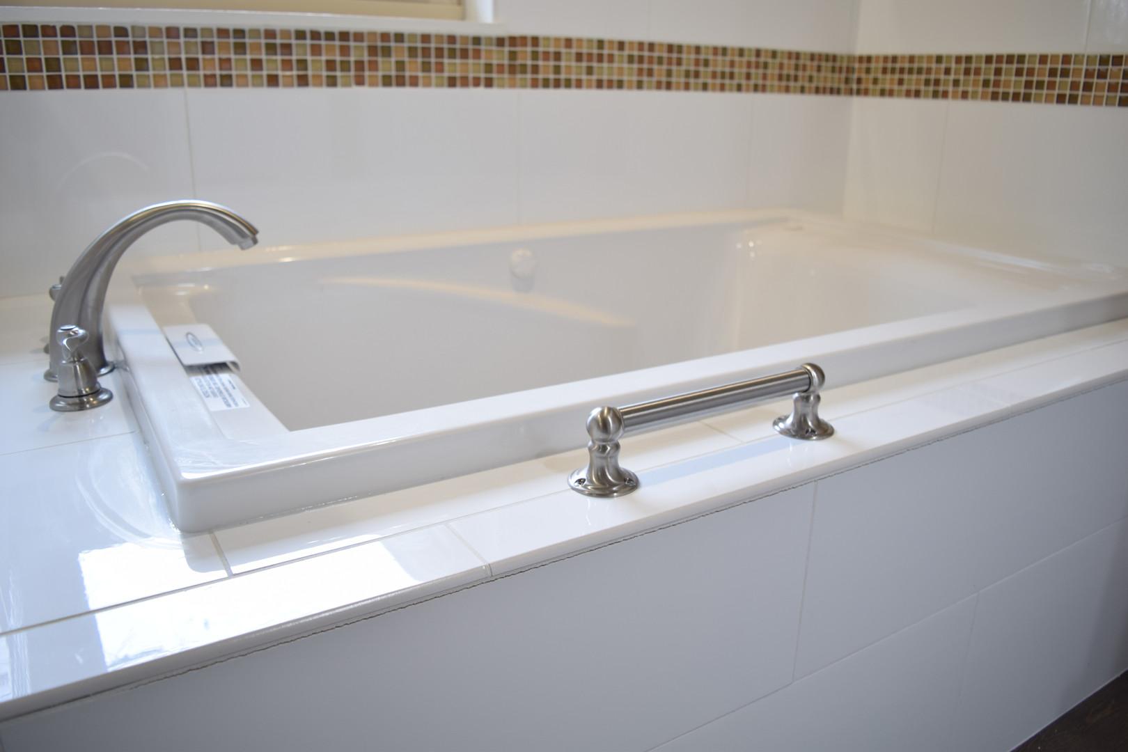 Brown Border Tile and White Bathroom Tub