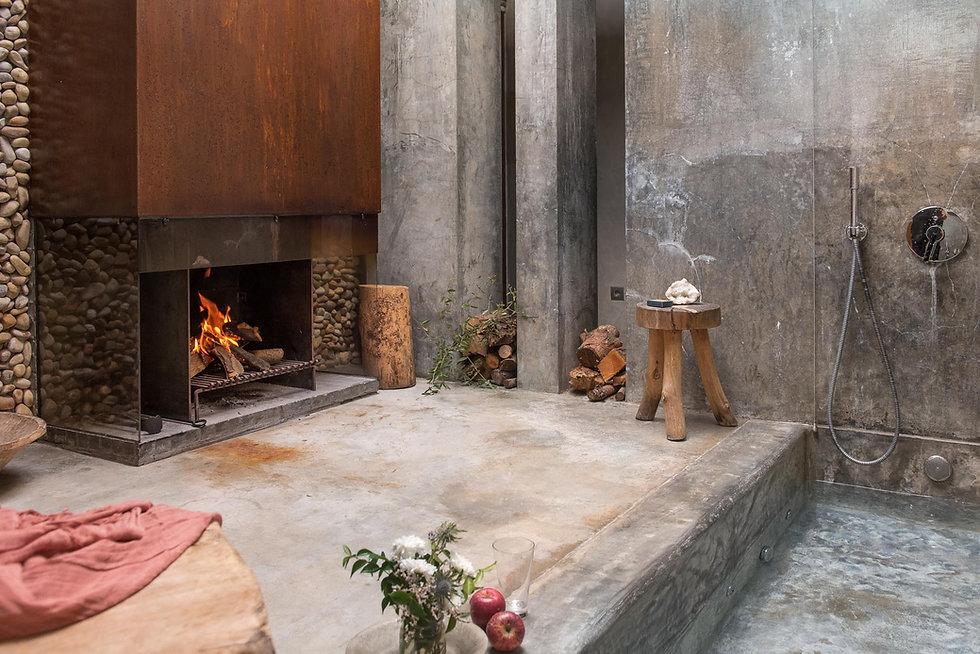 unique-stays-areias-seixo-prata-bath-fireplace.jpeg