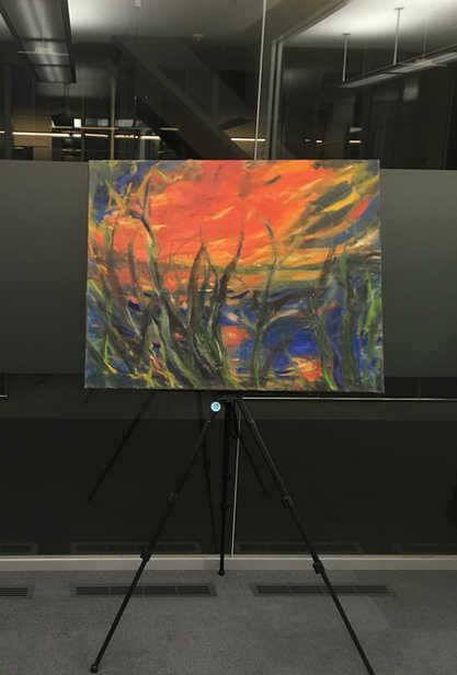 """Sybilles """"Rote Wolke"""" auf einem Ausstellungsabend in 2018.  Sybille's """"Red Cloud"""" at an exhibition in 2018."""