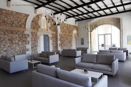 Castello Lounge.jpg