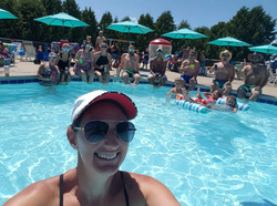 Group picture at the pool 2019