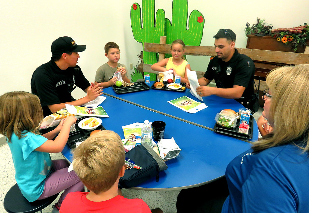 Denison police officers visit Terrell Elementary and have lunch with students.