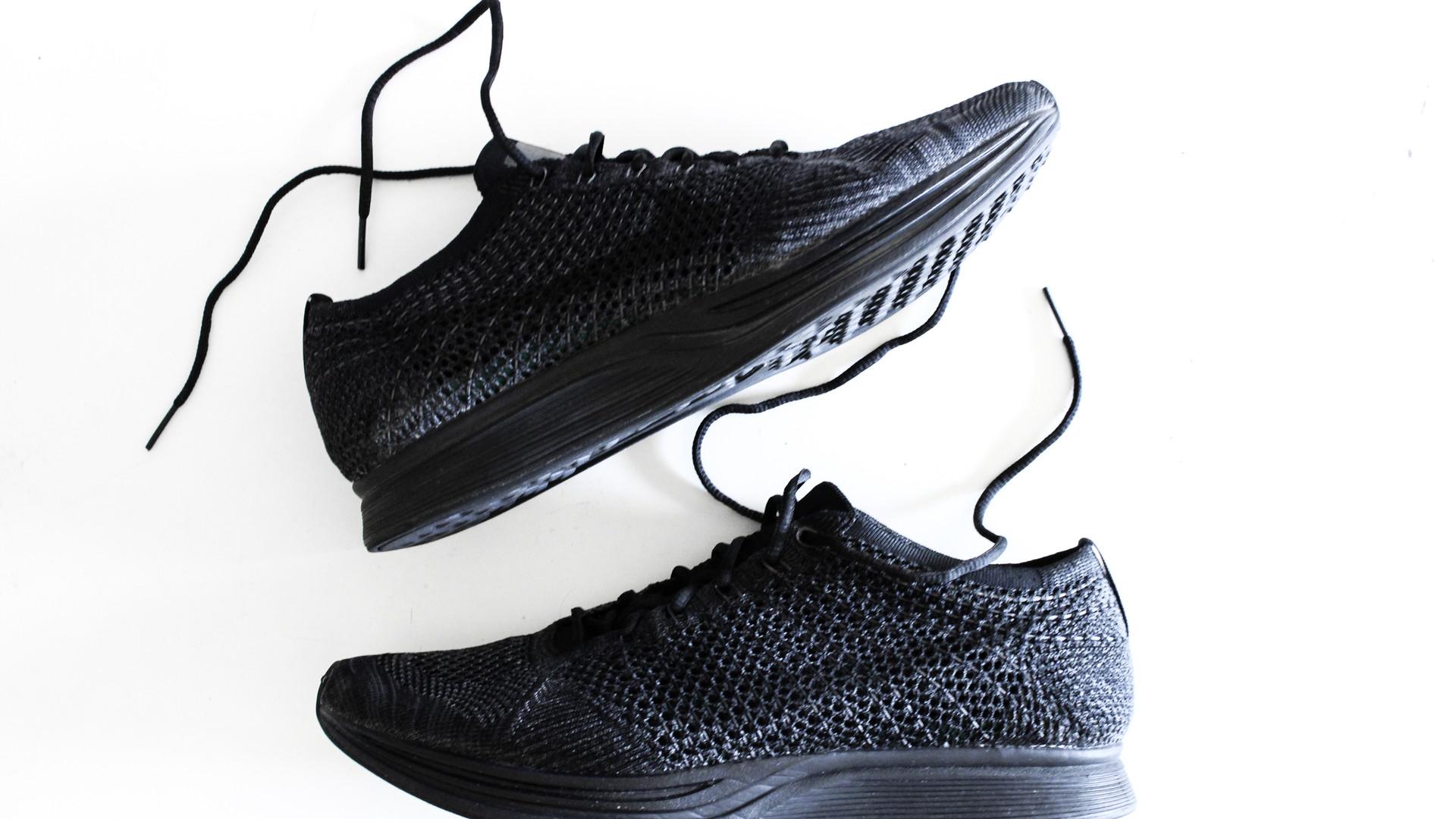 Nike Flyknit Racer - Triple Black