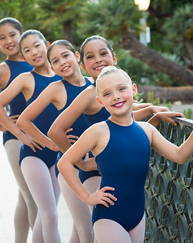 Group picture of ISB Level 3 ballet dancers posing by a metal railing in Balboa Park.