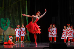 """Advanced Inspire School of Ballet dancer performing as the Queen of Hearts for ISB's """"Alice in Wonde"""