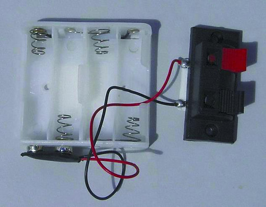 12V BATTERY HOLDER WITH CONNECTOR