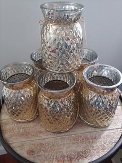 6 Gold short vases
