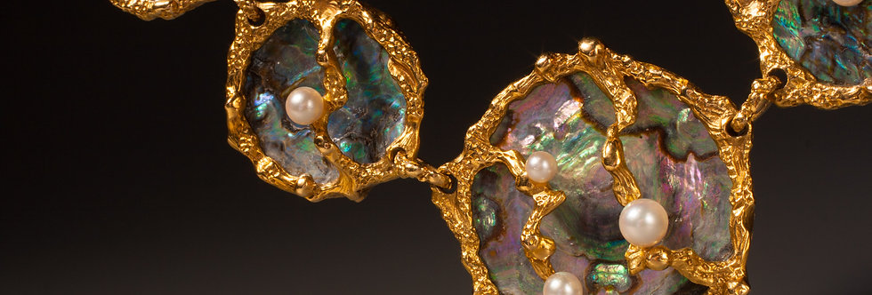 A very unusual 18 karat gold and Abalone pearl suite