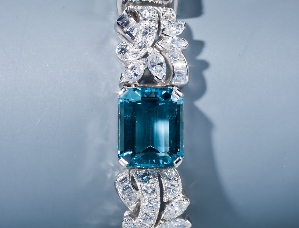 A beautiful aquamarine and diamond bracelet by Yard