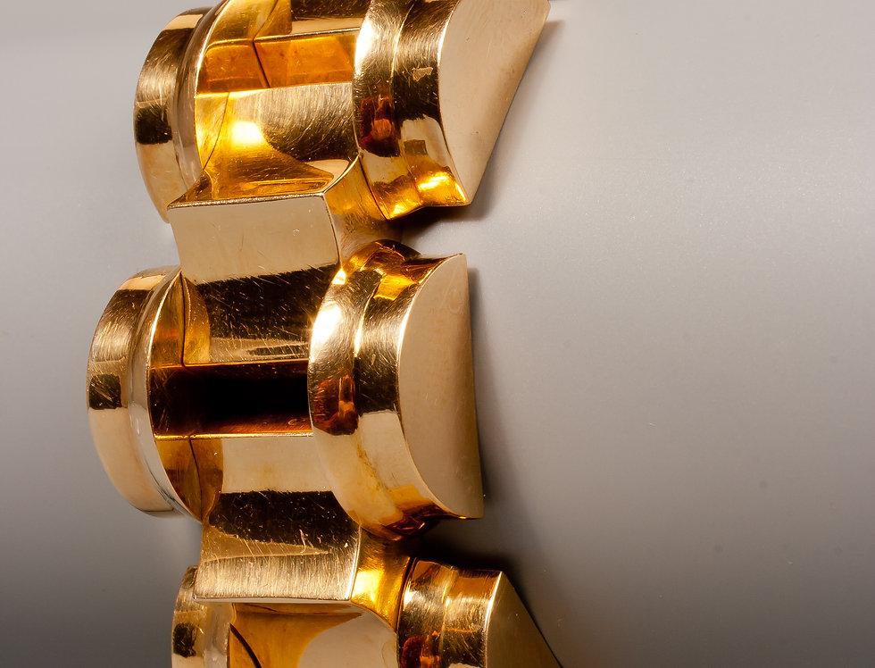 A stylish Retro gold tank bracelet