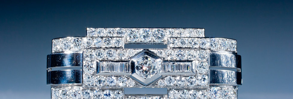 A very stylish Art Deco diamond brooch