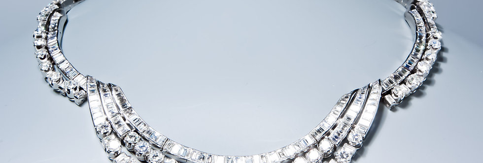 An exquisite diamond necklace,