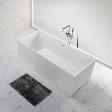אמבטיית אבן מרובעת עומדת