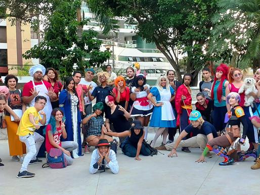 Cosplayers realizam encontro em praça na Pituba