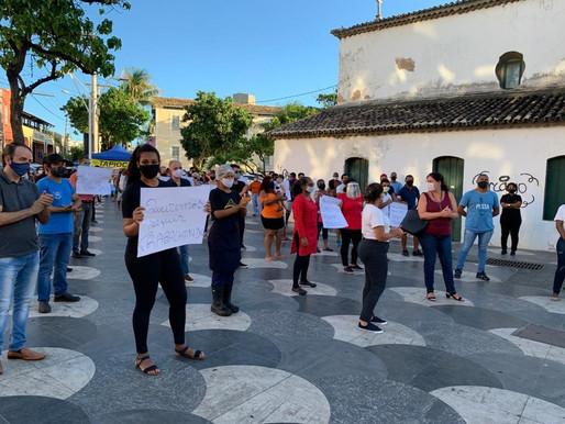Donos de bares protestam contra restrição de funcionamento