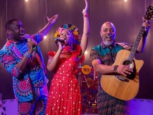 Lázaro Ramos lança álbum musical Viagens da Caixa Mágica