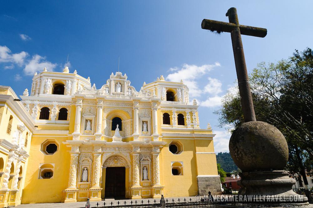 Iron-cross-in-front-of-Iglesia-y-Convento-de-Nuestra-Senora-de-la-Merced-in-Antigua-Guatemala-3471213184337