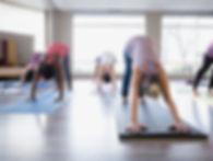 Yoga-Klasse - abwärtsgerichteter Hund