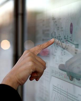 Le doigt sur la carte