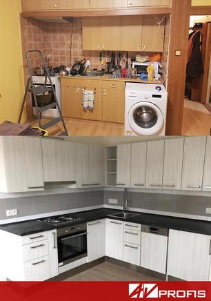 Rekonstrukce kuchyně s dvířkami z bílého dřeva a vestavnou pračkou.