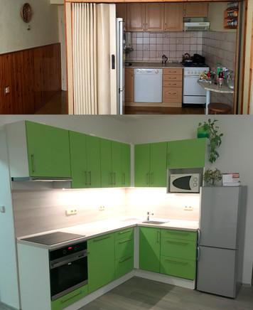 Odvážně zvolený dekor dvířek kuchyně v barvě limetky v kombinaci s jemným odstínem pracovní desky.