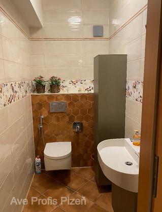 Koupelna v rodinném domě v obkladu Majolika.