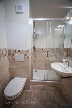 Koupelna s WC s obkladem Rako Lazio.