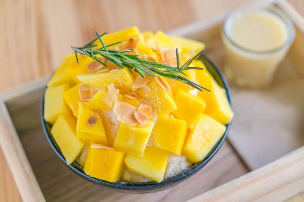 korean-style-fresh-mango-shaved-ice-wood