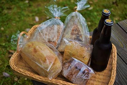 パン+瓶ビール2.JPG