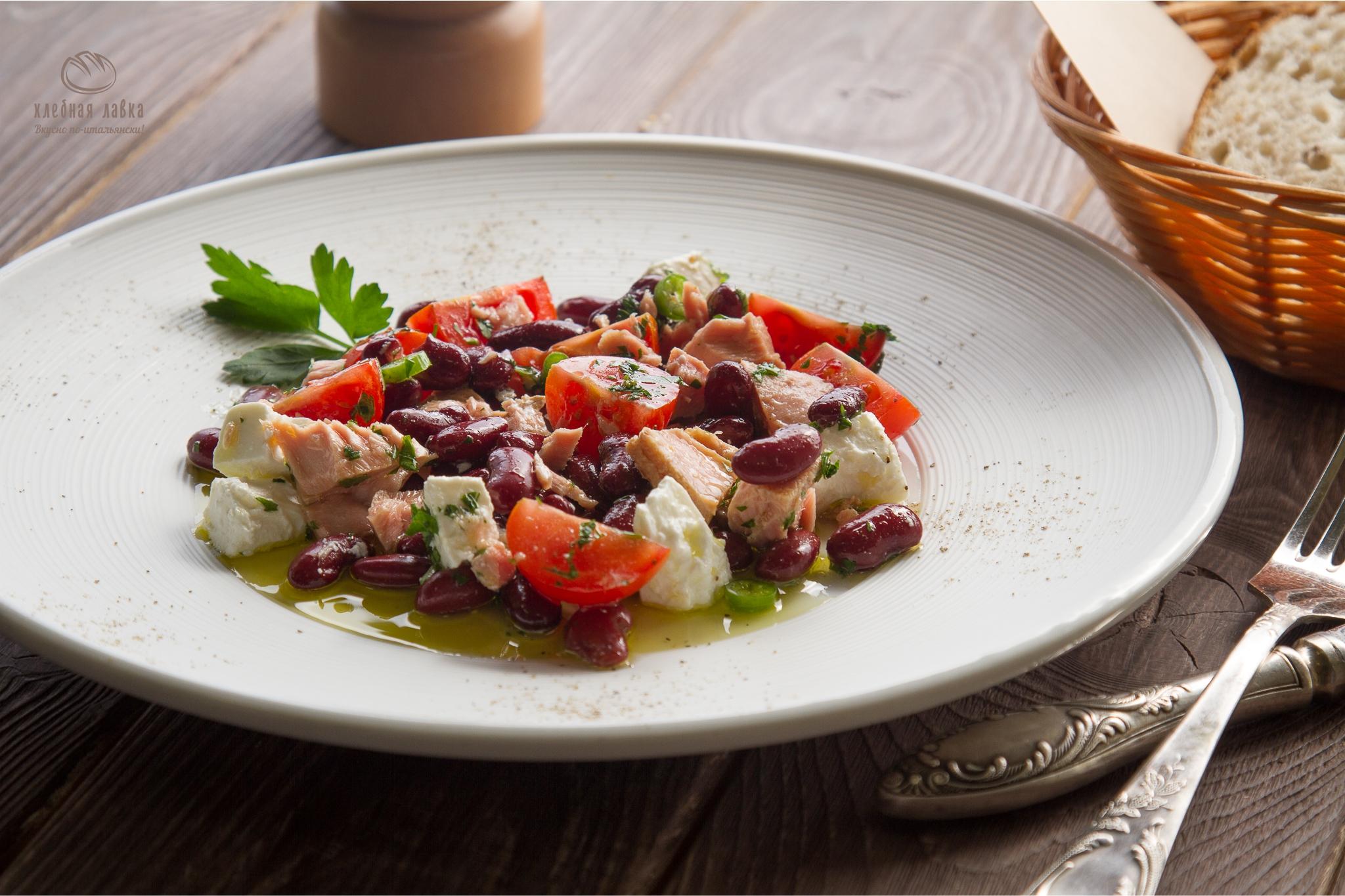 Салат фасоль и брынза