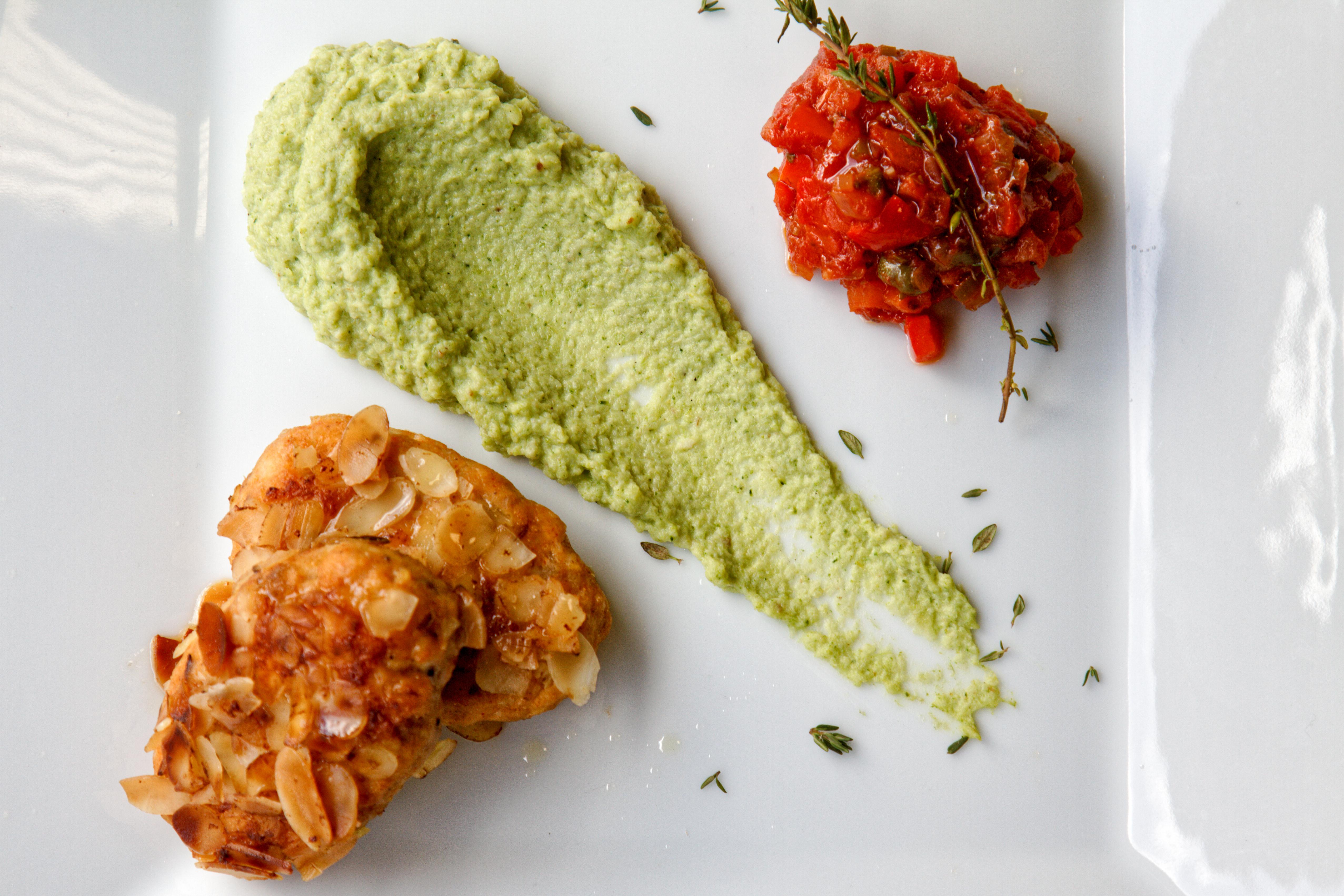 Котлеты из сома с пюре из броколи