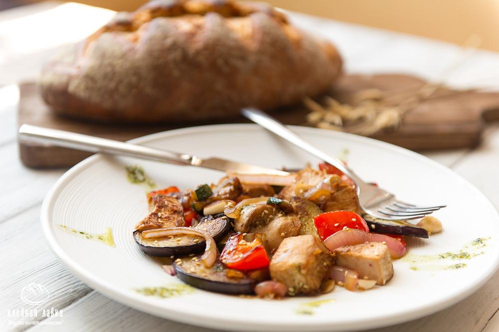 Теплый салат из индейки и овощей гриль