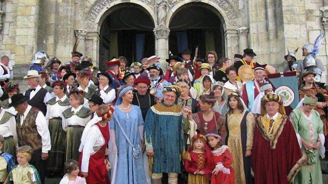 Cредневековый праздник в Сен-Кале