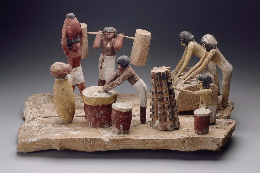 Процесс изготовления пива в Древнем Египте, деревянная скульптура найдена в гробнице