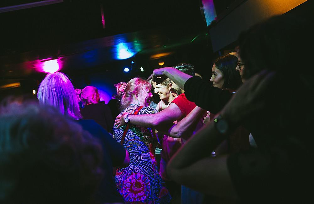 Buurtontmoetingen op de dansvloer Fotografie Kim Doeleman