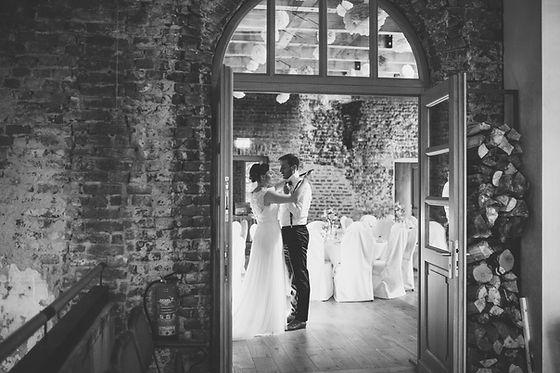 Vintage Wedding. Fotografiert von Framboise Design. Ehrliche Vintage Hochzeit mit viel Persönlichkeit.