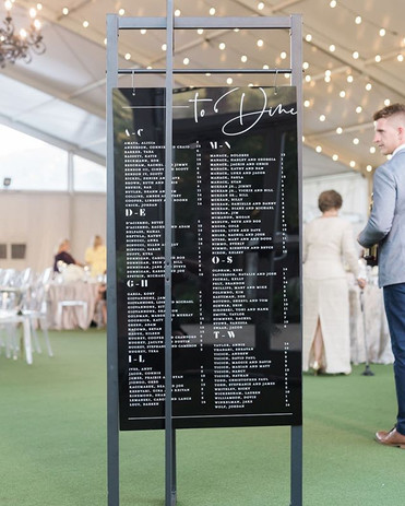 Such a modern little seating chart 😍 it