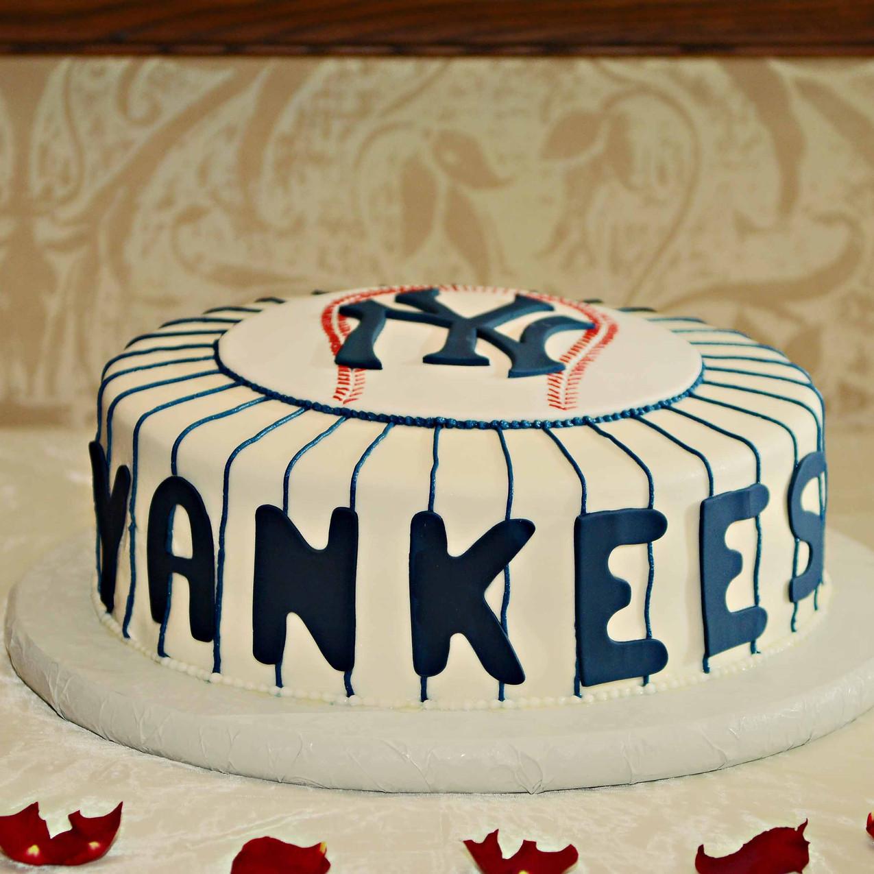 Yankees fan grooms cake