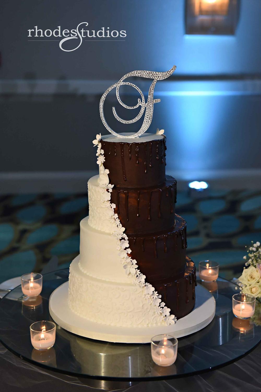 Beautiful wedding cake at the Orlando Omni Championsgate, Orlando wedding photography