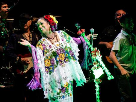 """Lila Downs pone a bailar al público yucateco con sonideros de su nuevo disco """"Al chile"""""""