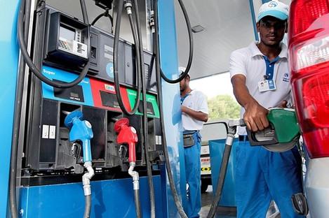 Цены на бензин в ОАЭ в августе опять снизятся.