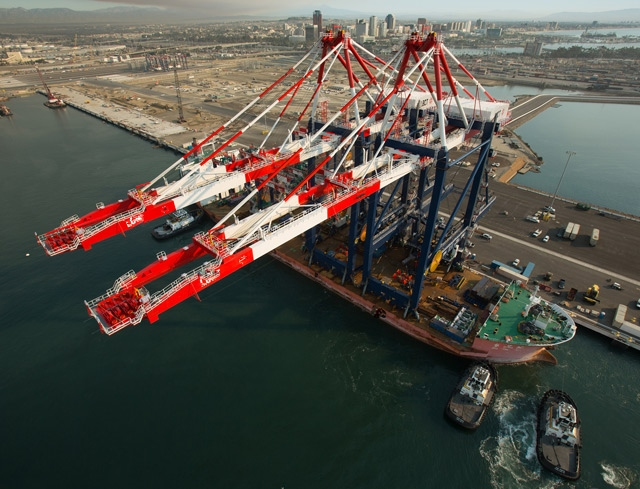 port crane off load.jpg