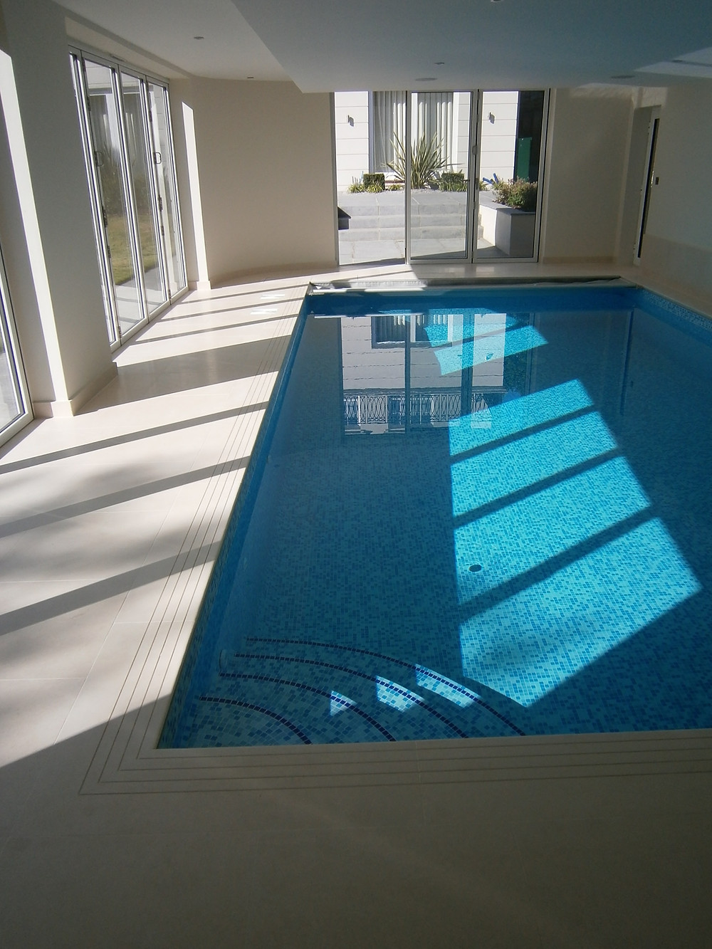 Indoor pool with automatic cover