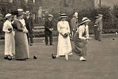 old lawn bowls action.jpg