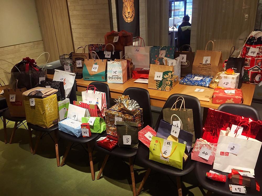 每年的大事!交換禮物! 我覺得獨立邊緣工作者可以在聖誕節交換禮物真的是很溫暖的一件事情。 所以Hour Jungle的會員凝聚力都很高,就是因為這種人與人之間的溫度。