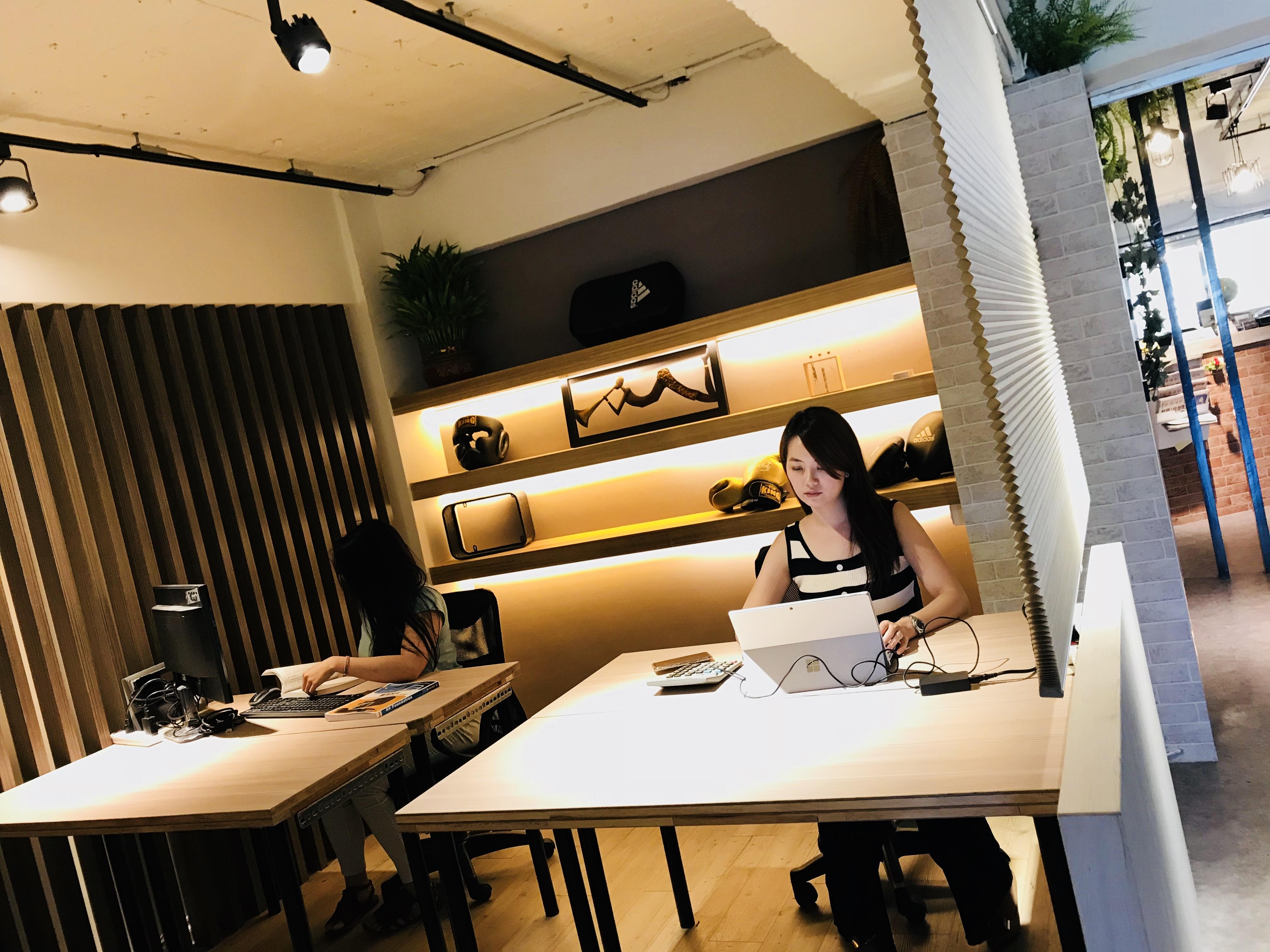 Hot-Desking 共用桌區