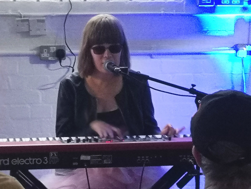 Eva Lusenius playing the keyboard.