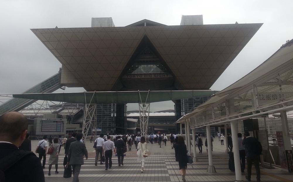 Messu- ja konferenssikeskus Tokyo Big Sightin pääsisäänkäynti